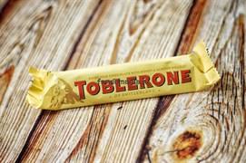 Шоколадный батончик TOBLERONE